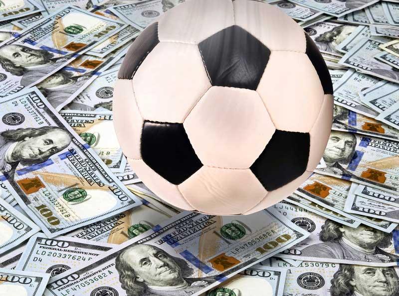 サッカーボールとお金